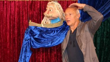 pappmobil Theater mit Menschen und Figuren – Kinder- und Jugendtheater